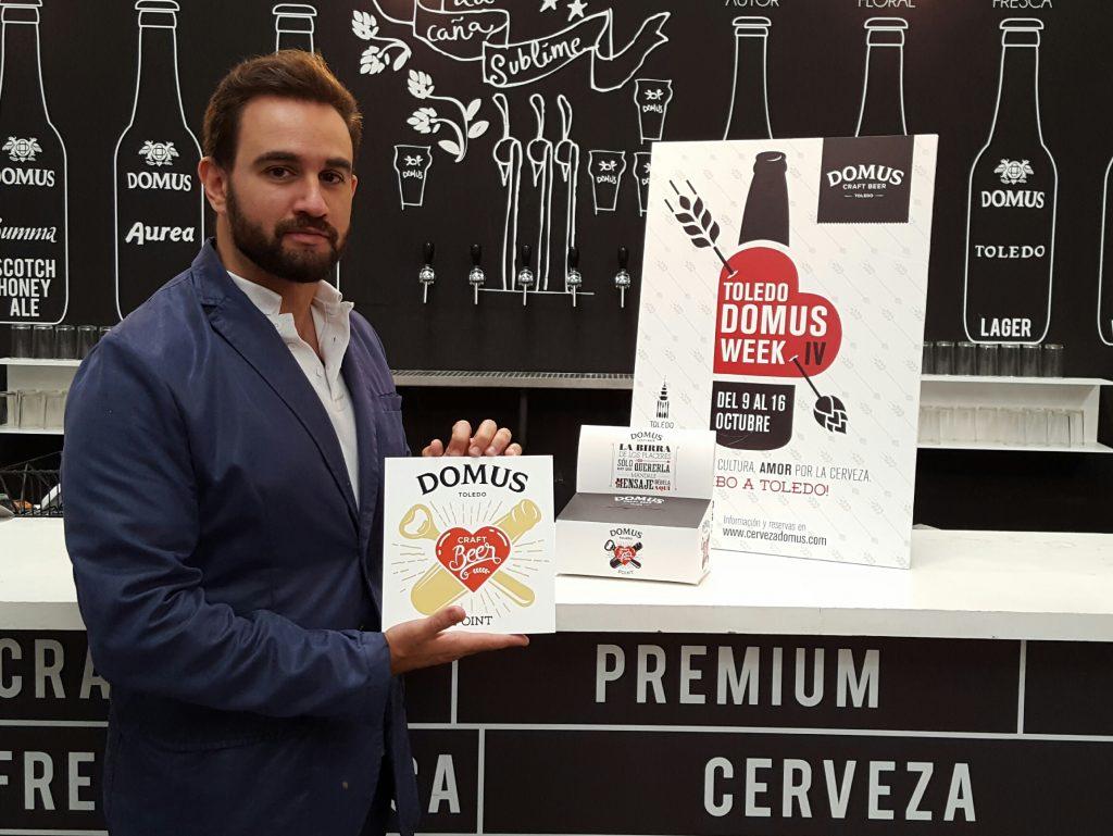 Vicente Álvarez de Haro, director de comunicación de Domus, presenta el cartel de la Domus Week IV y el logo Love Craftbeer